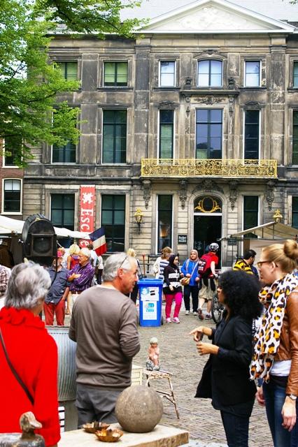 Antiekmarkt-en-Eschermuseum1